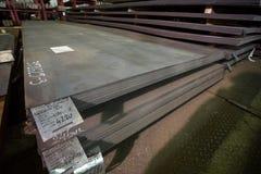 Feuilles d'acier inoxydable déposées dans les piles Photos libres de droits