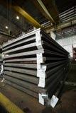 Feuilles d'acier inoxydable déposées dans les piles Photo libre de droits