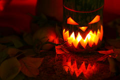 Feuilles d'automne de withl de lanterne de Halloween Photos stock