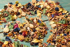 Feuilles d'automne texture colorée de symbole de fond et de coeur Photo stock