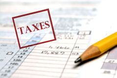 Feuilles d'impôt  Photographie stock