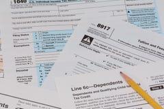 Feuilles d'impôt d'IRS et de FAFSA Image stock