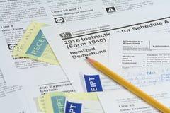 Feuilles d'impôt des USA IRS avec le crayon images libres de droits