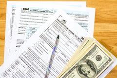 Feuilles d'impôt pour l'état de l'Idaho et d'argent Photos libres de droits