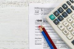 Feuilles d'impôt sur le bureau Image libre de droits