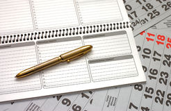 Feuilles d'un calendrier et d'un cahier Image stock