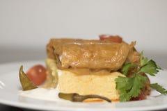 Feuilles de chou bourré avec le polenta 3 Photographie stock libre de droits