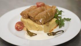 Feuilles de chou bourré avec le polenta Photographie stock