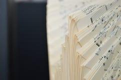 Feuilles de feuilles pliées de musique Photographie stock libre de droits