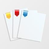 Feuilles de livre blanc avec les repères colorés Images libres de droits