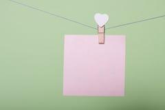 Feuilles de papier dans le fil Photographie stock libre de droits