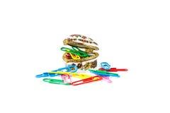 Feuilles de pile de papier attachées par des trombones Image libre de droits