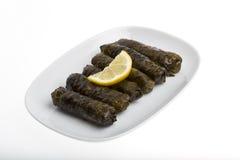 Feuilles de raisin bourré avec l'huile d'olive Image stock