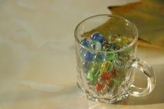 Feuilles et boules en verre Photographie stock