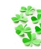 Feuilles vertes de papier du jour de St Patrick de trèfle Image libre de droits