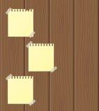 Feuilles vides de papier jointes à en bois Photographie stock libre de droits