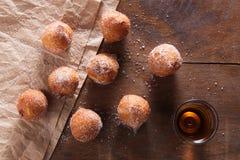 Feuilleté de beignet épousseté avec du sucre Photo libre de droits