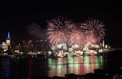 Feux d'artifice au-dessus de Hudson River Photo stock