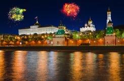 Feux d'artifice au-dessus de Kremlin à Moscou Photo stock