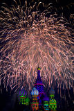 Feux d'artifice au-dessus de St Basil Cathedral Photo stock