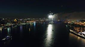 Feux d'artifice au-dessus du fleuve Delaware Philadelphie Pennsylvanie banque de vidéos