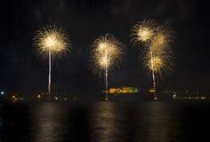 Feux d'artifice au-dessus du port grand - Malte photo stock