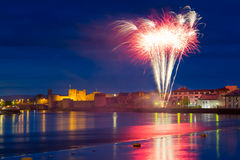 Feux d'artifice au-dessus du Roi John Castle dans Limerick photographie stock