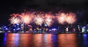 Feux d'artifice célébrant la nouvelle année chinoise en Hong Kong Images libres de droits