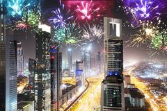 Feux d'artifice chez Sheikh Zayed Road At Night Photographie stock