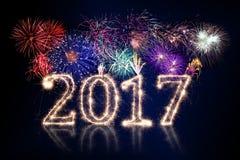2017 feux d'artifice colorés avec le nombre rougeoyant Image libre de droits