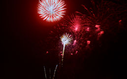 Feux d'artifice colorés de célébration Salut de vacances de nouvelle année le 4ème juillet, Images stock