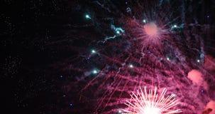 Feux d'artifice colorés de nouvelle année photos stock