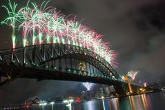 Feux d'artifice d'an neuf de passerelle de port de Sydney Photos libres de droits
