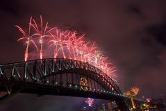 Feux d'artifice d'an neuf de passerelle de port de Sydney Photographie stock libre de droits