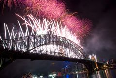 Feux d'artifice d'an neuf de passerelle de port de Sydney Photo stock