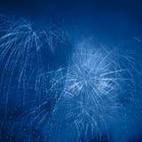Feux d'artifice dans le ciel de nuit Photo libre de droits