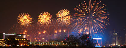 Feux d'artifice dans le port de Hong Kong Victoria Images stock