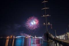 Feux d'artifice dans le port de Zakynthos photographie stock libre de droits