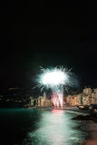 Feux d'artifice dans le village Camogli, Italie Images stock