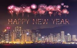 Feux d'artifice de 2017 bonnes années célébrant au-dessus de la ville de Hong Kong Photographie stock