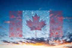 Feux d'artifice de drapeau de Canada sur le coucher du soleil Image stock