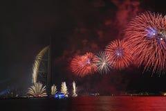 Feux d'artifice de Dubaï pour le jour national Image libre de droits
