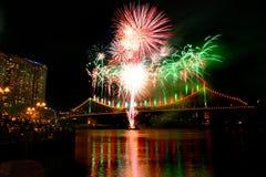 Feux d'artifice de festival de danse de fleuve à Brisbane Photo stock