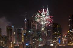 Feux d'artifice de la nouvelle année 2014 aux Tours jumelles de Petronas Photos libres de droits