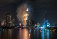 Feux d'artifice de nouvelle année à Bangkok, Thaïlande Images stock