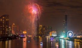 Feux d'artifice de nouvelle année à Bangkok, Thaïlande Photos stock