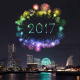 2017 feux d'artifice de nouvelle année au-dessus de marina aboient dans la ville de Yokohama, Japon Images stock