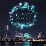 2017 feux d'artifice de nouvelle année au-dessus de marina aboient dans la ville de Yokohama, Japon Image stock
