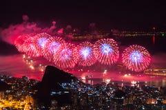 Feux d'artifice de nouvelle année dans Copacabana Images libres de droits