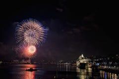 Feux d'artifice de nouvelle année dans le port Suède de Stockholm Photographie stock libre de droits